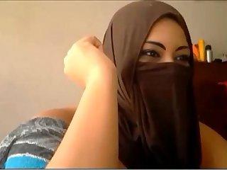 Muslim Cam Girl Using Dildo