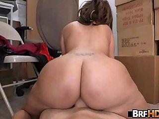 Big booty latina Vanessa Luna Hardcore Sex In The Back Room 2.6