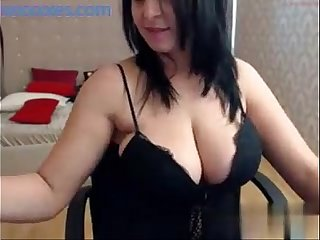 Big tits brunette shows off her curvy body on cam