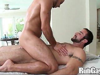 Rubgay Muscule Rubbing